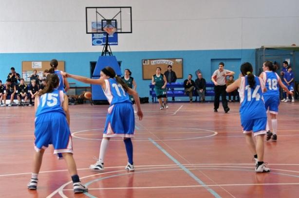 El infantil femenino del Basket han jugado a un gran nivel durante la temporada. Aquí las vemos disputando un partido frente al CB Molina