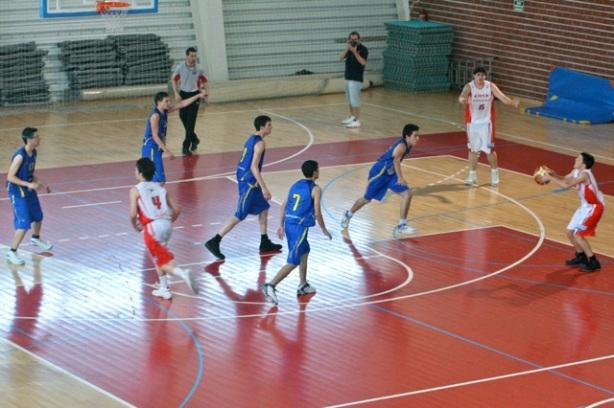 ADM tejió su tela de araña 1-3-1 en toda la segunda parte del partido